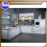 Muebles impermeables brillantes de la cocina del MDF con los accesorios de la cesta