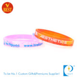 Braceletes de borracha gravados venda por atacado da identificação do silicone do segmento do logotipo