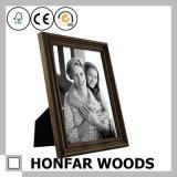 インの壁の装飾のための旧式な木映像の写真フレーム