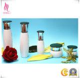 Insieme completo delle bottiglie crema di vetro, vasi cosmetici