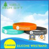 Braccialetti di gomma variopinti dei Wristbands/del silicone con il marchio personalizzato di modo