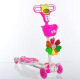 Scherza un motorino delle 4 rotelle/il motorino bambino di musica con le rotelle infiammanti