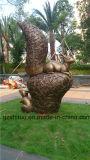 Écureuils de cuivre, sculptures en métal dans les jardins extérieurs, grands dos, stationnements, etc.