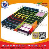 Equipamento ao ar livre do console feliz e interno profissional do campo de jogos do Trampoline