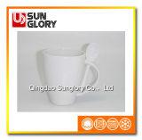 Caneca de café da porcelana com a colher de Chb021