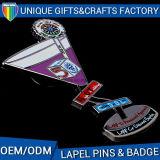 Pin in lega di zinco del distintivo del metallo di marchio di figura su ordinazione del trofeo