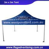 A parte externa relativa à promoção estala acima a barraca de dobramento do famoso do evento do estacionamento do carro