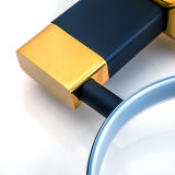 Supporto di spazzola fissato al muro della toletta in oro placcato e verniciato