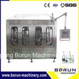 Machine d'embouteillage d'eau en usine