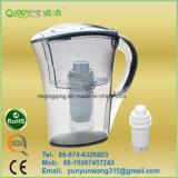 Портативный кувшин фильтра питьевой воды в холодильнике