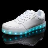 La nueva comodidad ligera de la manera LED del estilo del OEM se divierte los zapatos para los hombres