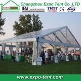500 genti rimuovono la tenda di cerimonia nuziale del partito del tetto