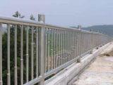 Citazione dell'installazione delle inferriate del ponticello di paesaggio