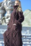 Платье свитера шерстей кабеля связанное рукой длиннее