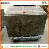 薄板にされた端が付いている磨かれた灰色の大理石のカウンタートップ