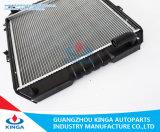 Radiador de aluminio de Hilux'88-93 Mt para Toyota con los tanques plásticos en alto rendimiento
