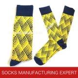 Bunte Form-beiläufiges Kleid-Socken der Männer (UBM 1009)