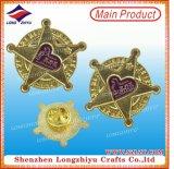 Shinny l'oro del metallo placcato oro con il catenaccio della farfalla per il fornitore del distintivo del metallo