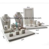 Luxuxleinenbildschirmanzeige für Schmucksache-Sets