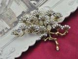 VAGULAの金によってめっきされる方法Gingkoの真珠のブローチ
