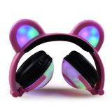 Écouteur pliable d'ours de dessin animé avec la lumière de couleur de Chargble pour le cadeau de Chritmas de filles