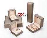 Пластичная коробка Jewellery установленная в бумагу Leatherette Шампань