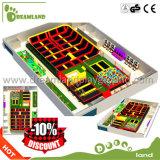 Parque interno comercial do Trampoline para saltar o parque de diversões para miúdos