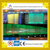 Cortina d'acqua dell'interno di Digitahi con gli indicatori luminosi multicolori del LED