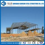 すべての必要なアクセサリが付いている鉄骨構造の建物