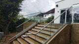 내부 외면을%s U 기본적인 단화를 가진 현대 계단 Frameless 유리제 난간