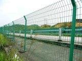 El alambre doble afila la cerca/la valla de seguridad