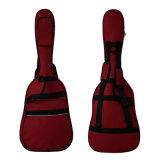 赤いギター袋のエレキギター袋のギターの堅い箱