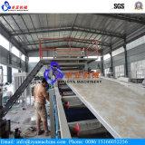 Chaîne de production en plastique en bois de panneau de mur de PVC avec le modèle en pierre de marbre