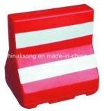 Barriera della strada riempita acqua di plastica rossa con la banda riflettente bianca