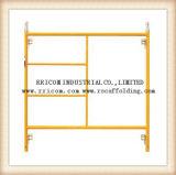 Het gele Geschilderde Frame Scaffoding van H en het Frame en de Gang van de Steiger door de Frames van de Steiger