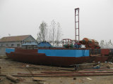 Barco de bombeamento da sução da areia para a mina da areia do rio