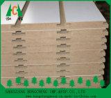 백색 멜라민에 의하여 배열된 MDF 널, 멜라민 Slott 벽 널은, 가구를 위한 배열된 널을 박판으로 만들었다