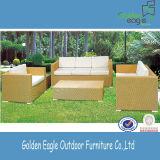 屋外の家具の組合せのソファー