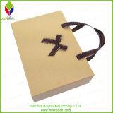 Pouched Hemd-Verpackungs-Papier-Geschenk-Kasten mit dem Plättchen geöffnet