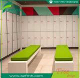 ベンチが付いているフェノールの体操の更衣室のロッカー