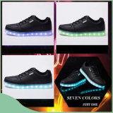 人および女性のための熱い販売法LEDのオリンピック靴