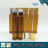 roulis en verre ambre du parfum 10ml sur la bouteille avec la boule de commande de couvercle argenté et d'acier inoxydable