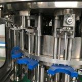 びん詰めにされた清涼飲料の充填機は/飲み物の満ちるプラントを炭酸塩化した