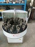 Waschendes Füllen, drei in einer Wasser-Flaschenabfüllmaschine mit einer Kappe bedeckend