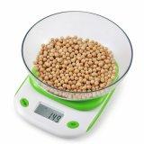 Escala do alimento de Digitas com a escala da cozinha do peso de balanço da bacia