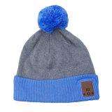 Sombrero hecho punto Pompom azul del diente de la manera