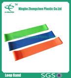 L'extension colorée de bandes de yoga de bandes de résistance de latex réunit la bande d'exercice de séance d'entraînement