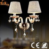 贅沢な単一の寝室の枕元のための球根によって取付けられる壁ライト水晶