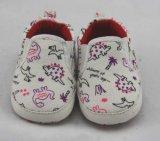 簡単、クラシック赤ん坊靴を設計する