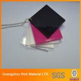 A cor moldou/plexiglás plástica expulsa da folha da folha acrílica PMMA